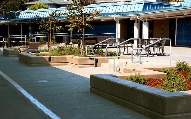 Del Mar Middle School Courtyard – Reed Union School District